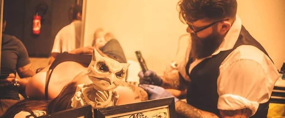 Laurent, tatoueur esthétique en auto-entreprise