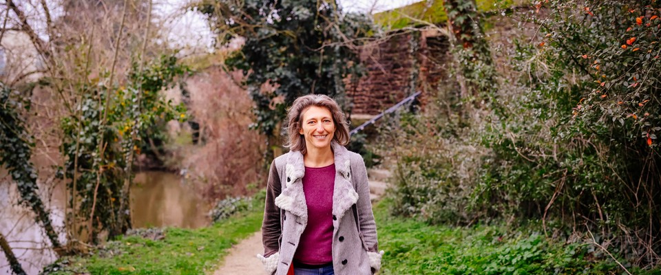 Portrait de Fabienne, comédienne et thérapeute